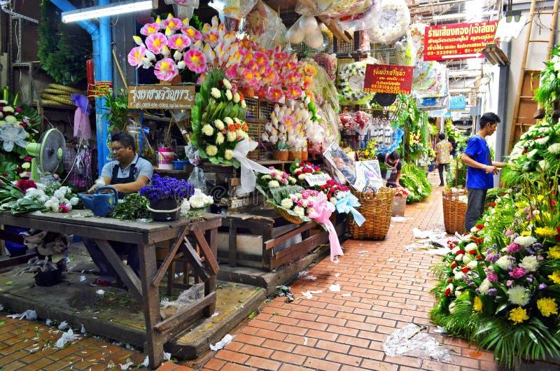 Pak Khlong Talad blommamarknad i Bangkok royaltyfria foton
