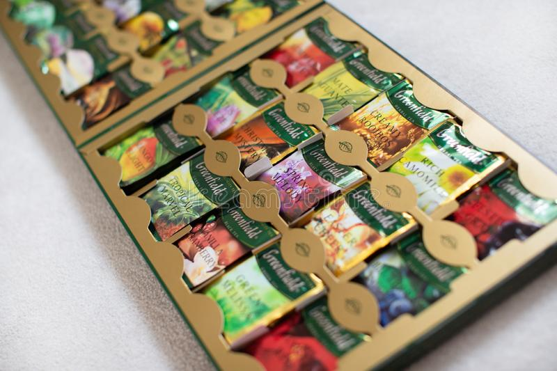 Pak van Greenfieldthee met vele verschillende aroma's stock afbeelding