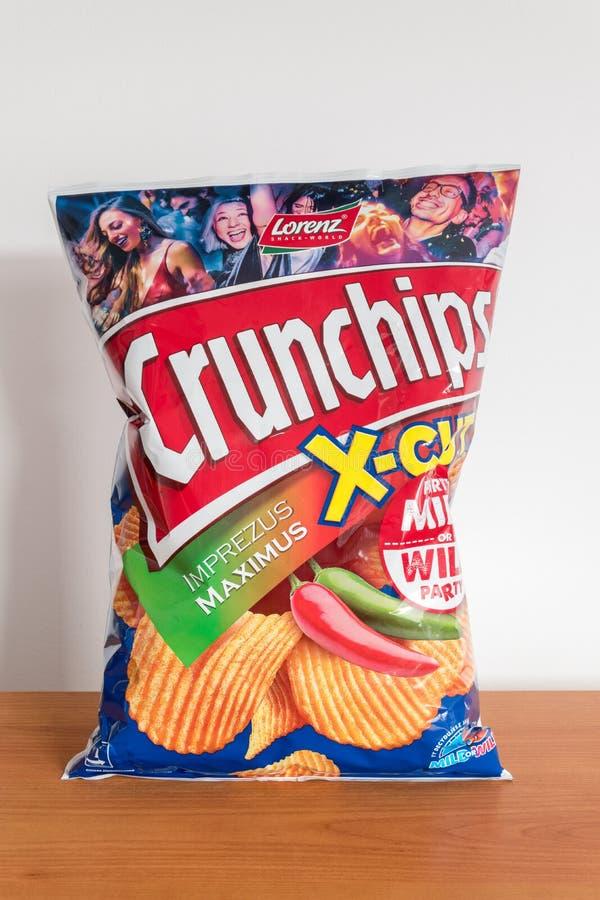 Pak van Lorenz Crunchips-x-besnoeiing Op smaak gebrachte chips hete peper royalty-vrije stock foto