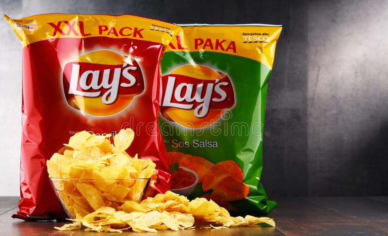 Paket av Lays potatischiper arkivbild