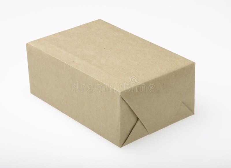 Paket im Brown-Papier lizenzfreie stockfotos