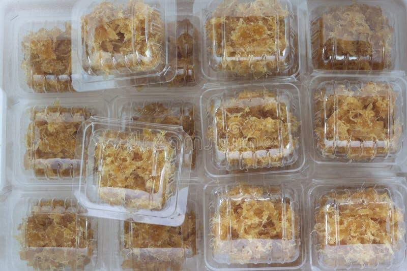 Paketananas im Kastenplastik lizenzfreies stockfoto