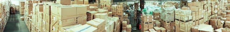 Pakhuis opslag pakhuis de zaal kartonneert voorraadzaken royalty-vrije stock foto's