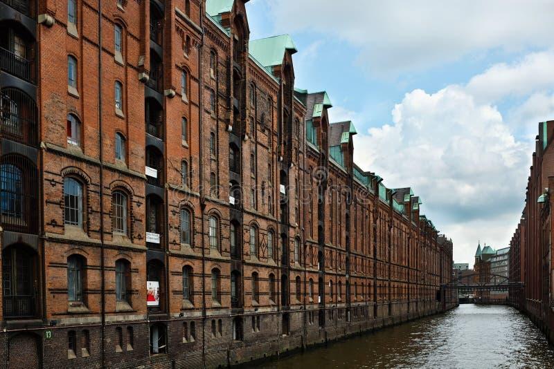 Pakhuizen in Speicherstadt, Hamburg, Duitsland stock afbeeldingen
