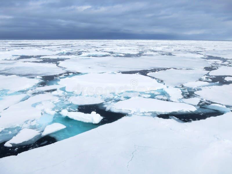 Pakijs, Spitsbergen; Gelo de bloco, Svalbard imagens de stock