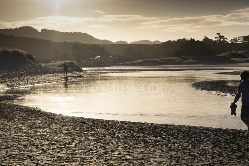 Pakiri Pakiri海滩北国的新西兰NZ河口出海口 免版税库存照片