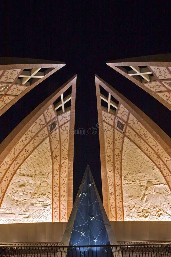 pakistan för islamabad monumentnatt sikt fotografering för bildbyråer