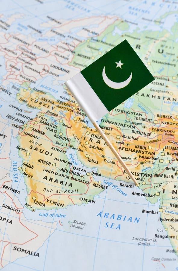 Pakistan-Karte und Flaggenstift lizenzfreies stockbild