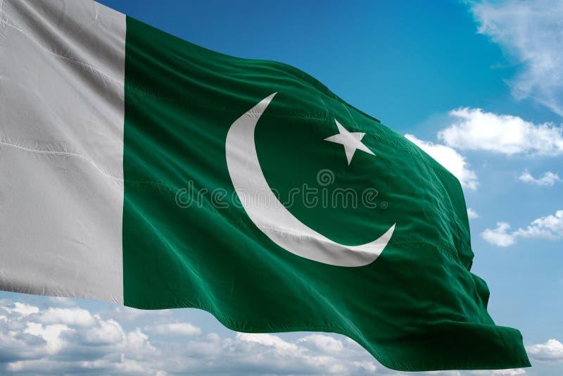Pakistan-Staatsflagge, die realistische Illustration 3d des Hintergrundes des blauen Himmels wellenartig bewegt lizenzfreie abbildung