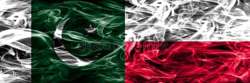 Pakistan vs Polska dymu flaga umieszczająca strona strona - obok - Gęsty colore zdjęcie royalty free