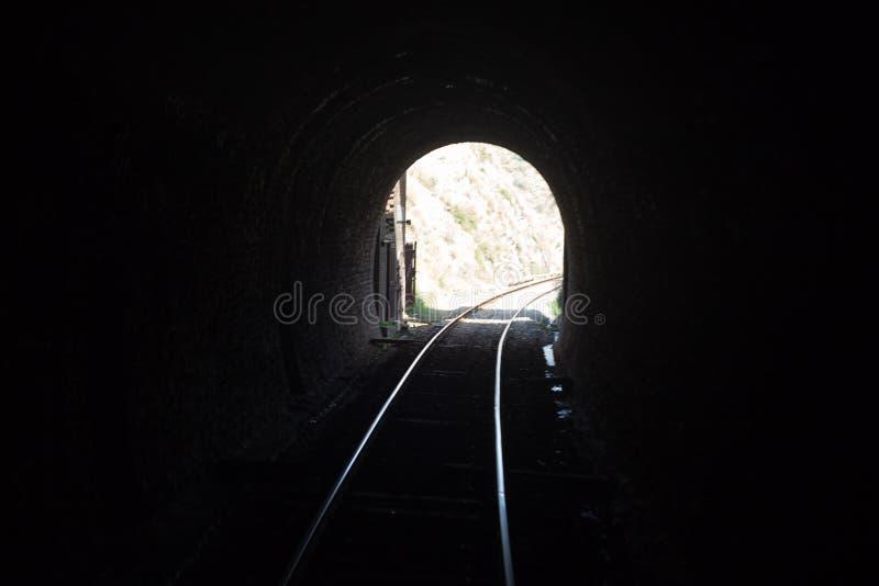 Pakistansk järnväg linje för gångtunnel i swabi arkivbild
