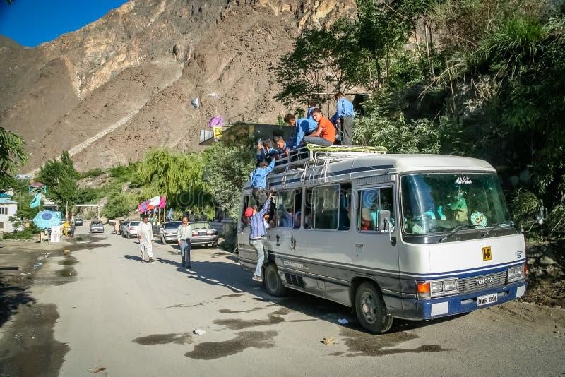Pakistansk kollektivtrafik i Karakorum arkivbild
