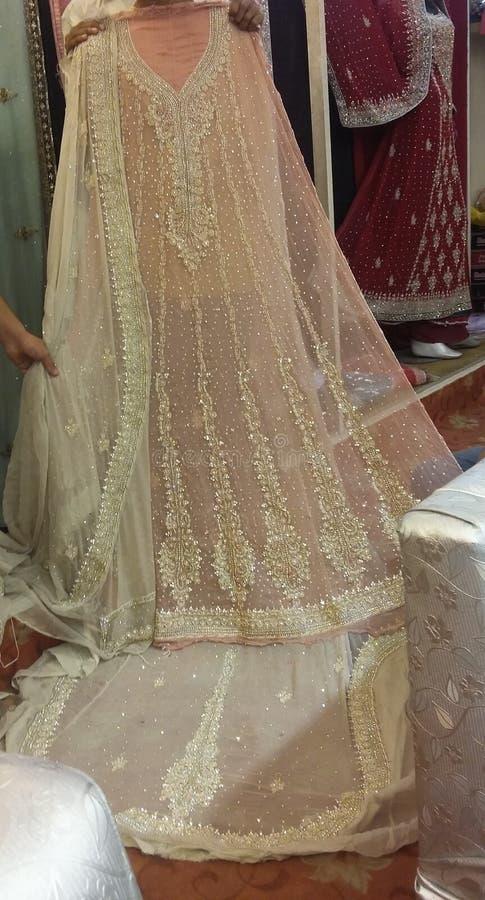 Pakistanska brud- kläder arkivbilder