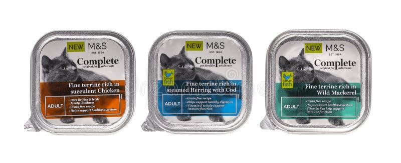 3 pakken van Tekens en volwassen de kattenvoedsel van Spencer Complete 0n een witte achtergrond stock foto's