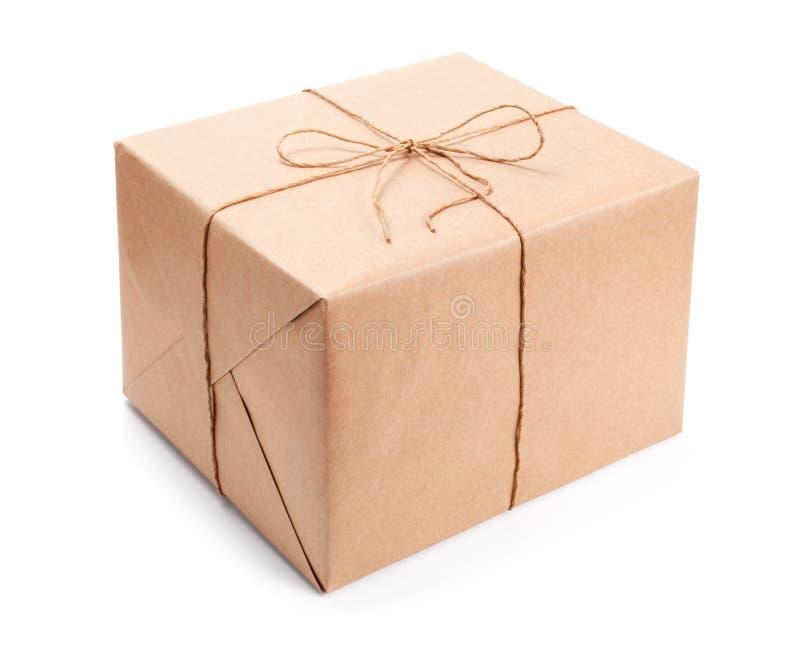 Pakket dat met bruin verpakkingsdocument wordt verpakt royalty-vrije stock foto