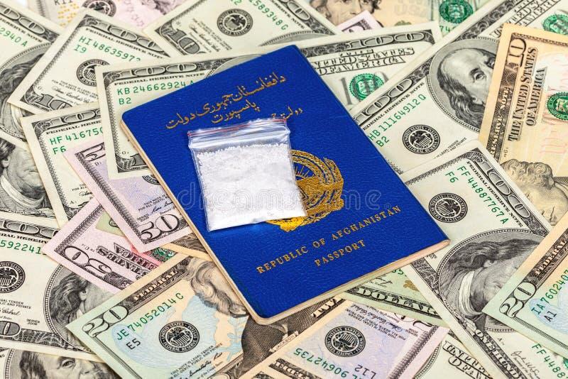 Pakket met drug over de het paspoort en dollars van Afghanistan royalty-vrije stock afbeeldingen
