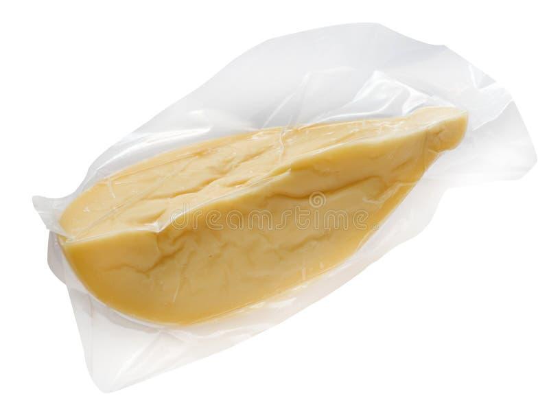 Pakket van gele kaas tegen witte achtergrond stock fotografie