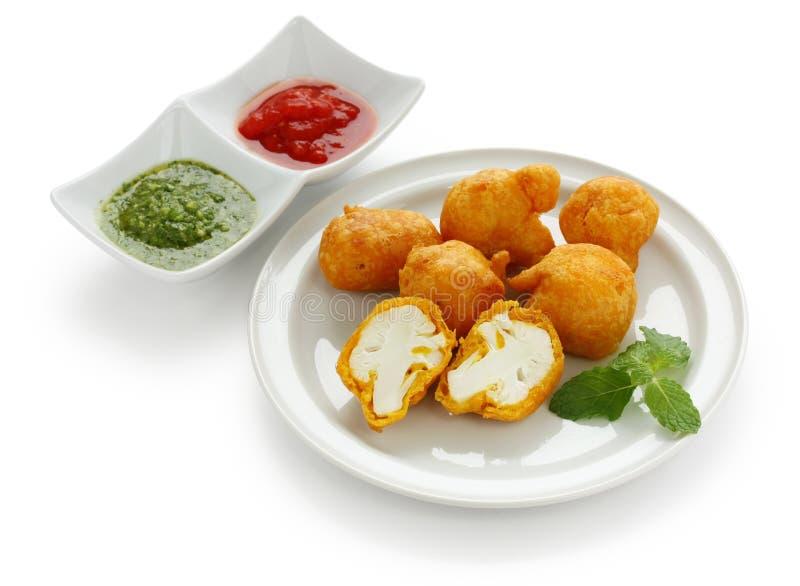 Pakora del cavolfiore, cucina indiana immagini stock