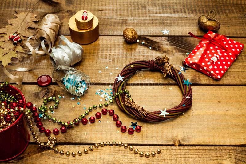 Pakować boże narodzenie prezenty zdjęcia royalty free