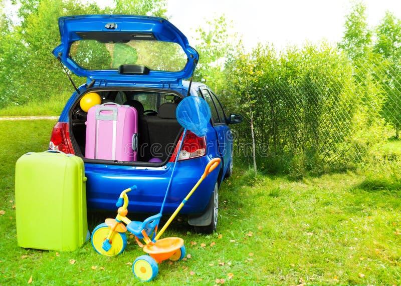 Pakować samochód dla wycieczki z dzieciakami zdjęcie royalty free