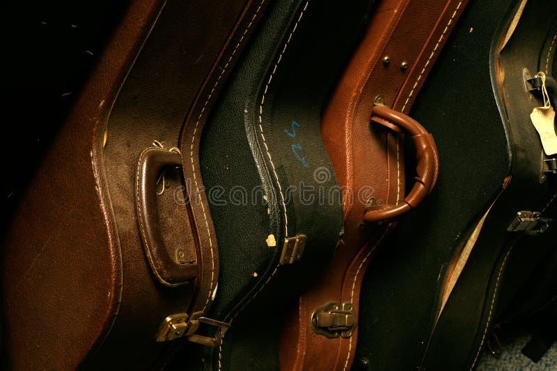 pakować starego gitara rząd obrazy stock