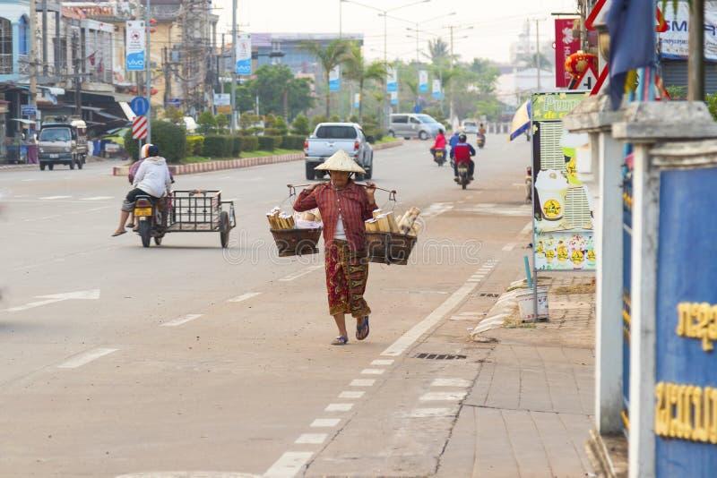 Pakse, Champasak prowincja, Laos 17 Marzec 2018: Uliczny życie w P fotografia stock