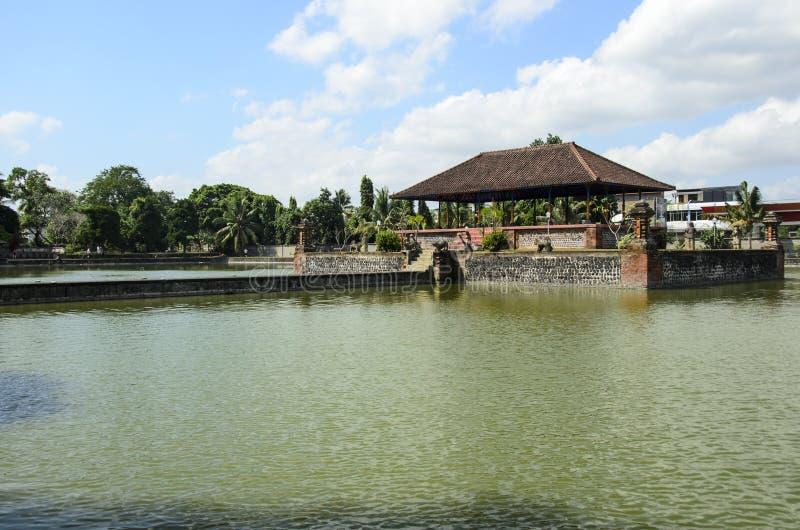 Palácio da água de Mayura, Mataram, Lombok, Indonésia fotografia de stock royalty free