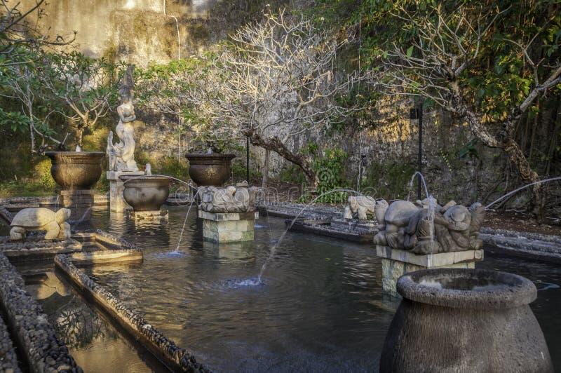 Palácio da água do Balinese em Garuda Wisnu Kencana Park, Bali, Indonésia imagem de stock