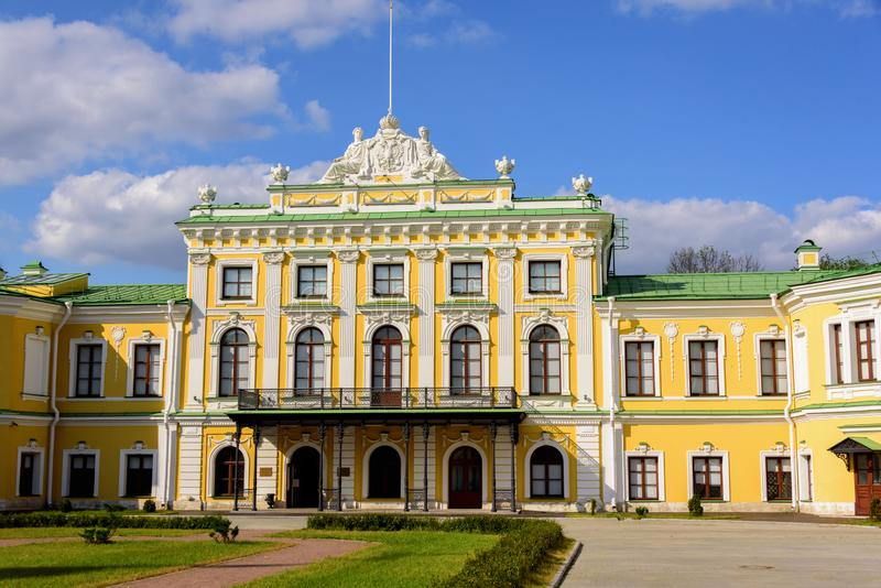 Palácio da Imperatriz Catherine, a Grande da cidade foto de stock royalty free