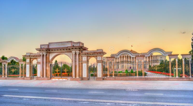 Palácio das nações, a residência do presidente de Tajiquistão, em Dushanbe fotos de stock