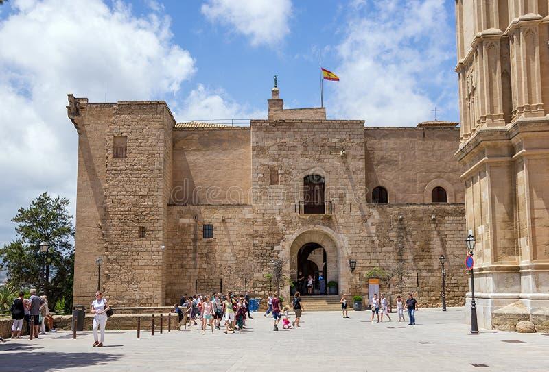 Palácio de Almudaina em Palma de Mallorca - Balearic Island, Espanha fotos de stock