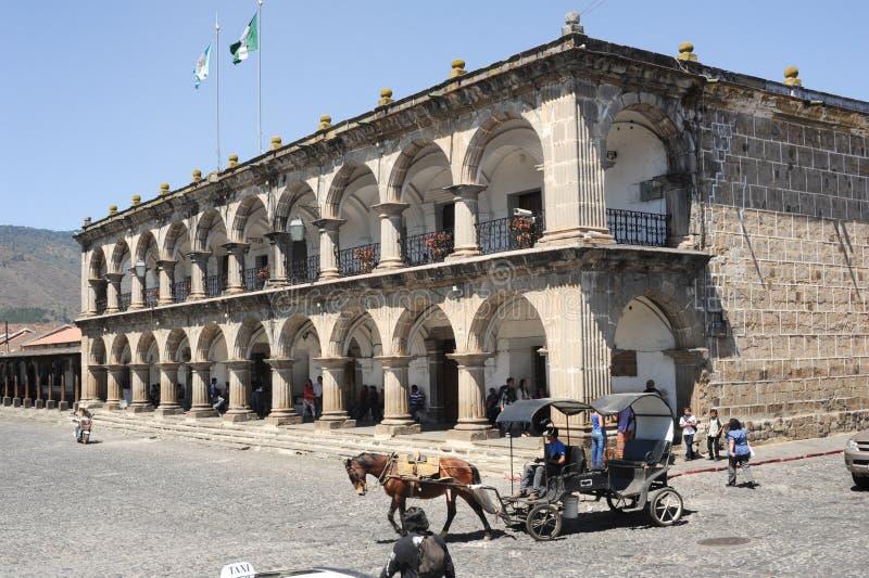 Palácio de Ayuntamento em Antígua imagem de stock