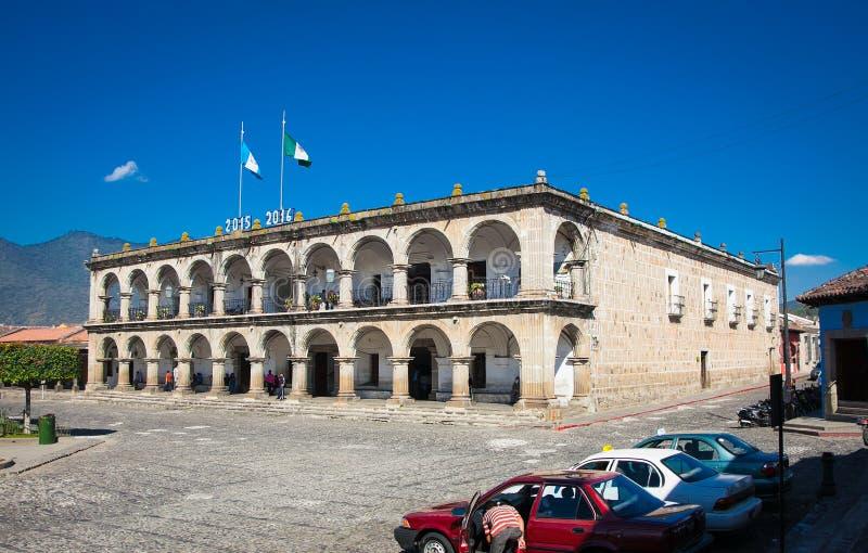 Palácio de Ayuntamento em Antígua na Guatemala fotografia de stock
