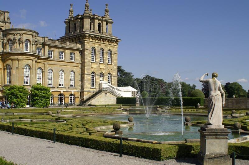 Palácio de Blenheim. Fachada e fonte ocidentais. foto de stock