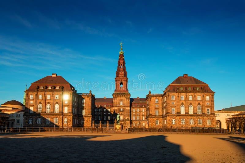 Palácio de Christiansborg em Copenhaga Dinamarca, o parlamento dinamarquês b fotos de stock