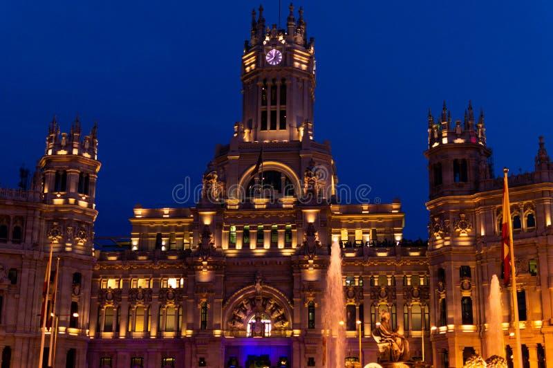 Palácio de Cibeles na parte dianteira da noite fotos de stock royalty free