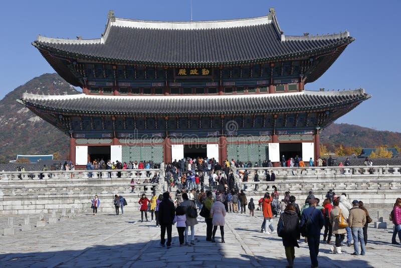 Palácio de Gyeongbokgung, Grand Place Seoul, Coreia do Sul, Ásia - tiro novembro de 2013 fotos de stock royalty free