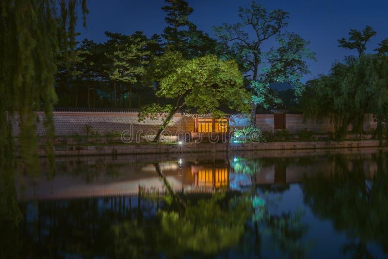 Palácio de Gyeongbokgung na noite fotos de stock