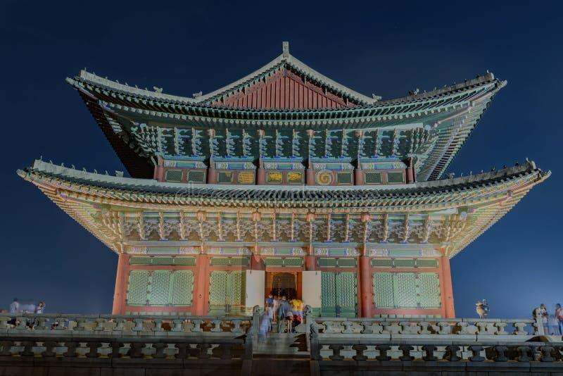 Palácio de Gyeongbokgung na noite imagens de stock