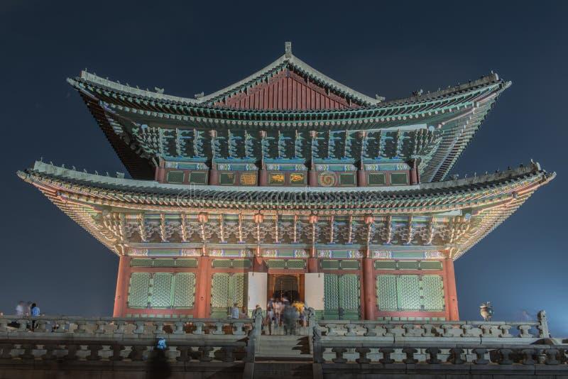 Palácio de Gyeongbokgung na noite foto de stock royalty free