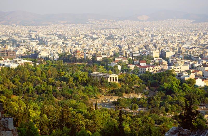 Palácio de Hephaestus e de skyline de Atenas opinião da acrópole fotos de stock royalty free