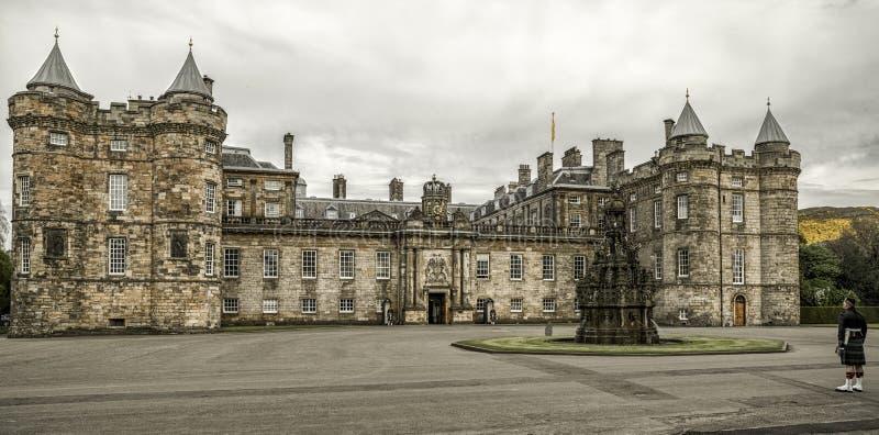 Palácio de Holyroodhouse em Edimburgo imagens de stock