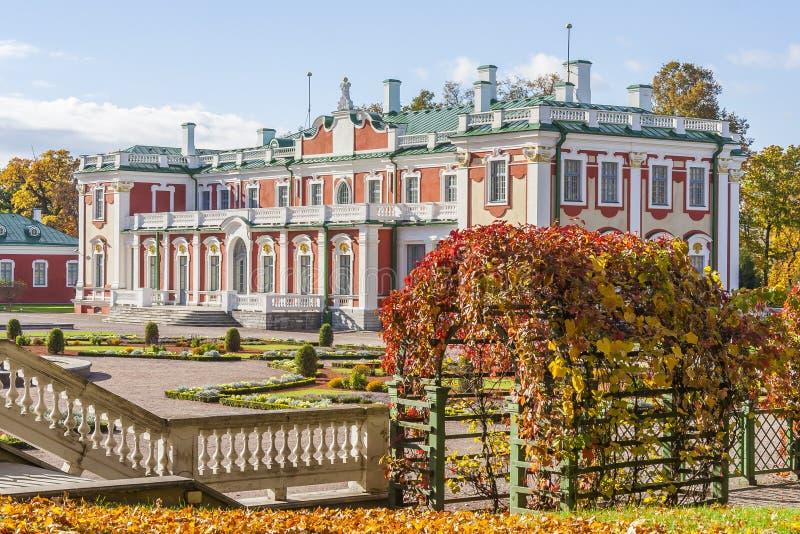 Palácio de Kadriorg em Tallinn imagens de stock