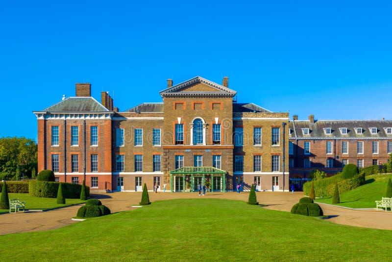 Palácio de Kensington em Londres imagens de stock royalty free