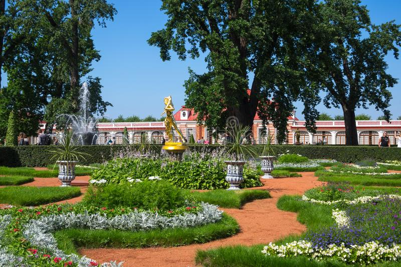 Palácio de Monplaisir de Peterhof fotografia de stock royalty free