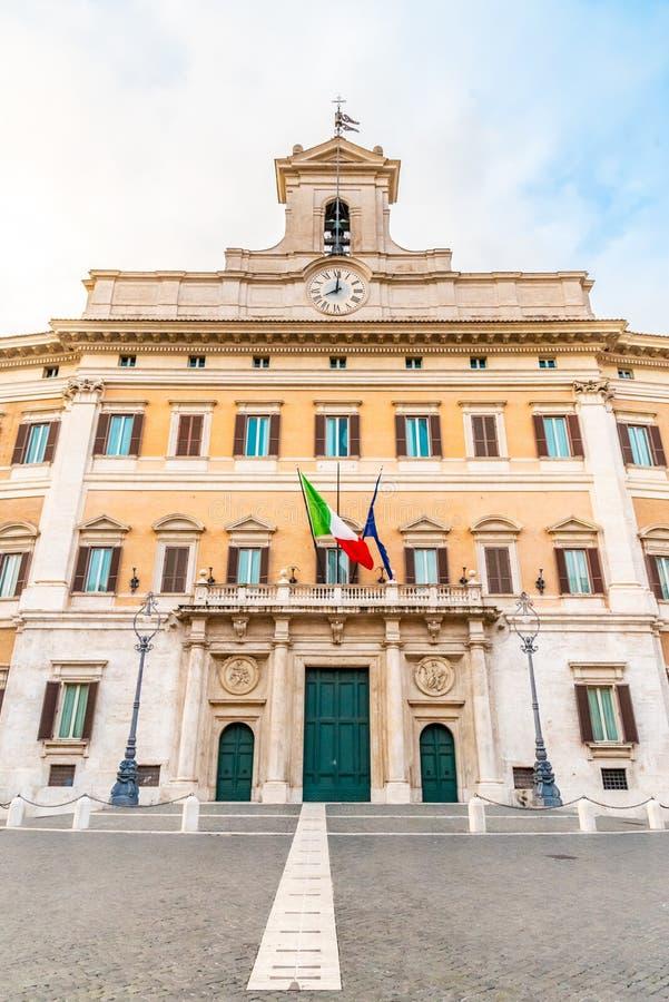 Palácio de Montecitorio, assento da câmara de deputados italiana Construção italiana do parlamento, Roma, Itália foto de stock royalty free