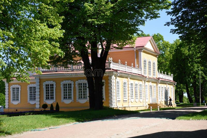 Palácio de Peter o grande em Strelta, St Petersburg, Rússia fotografia de stock