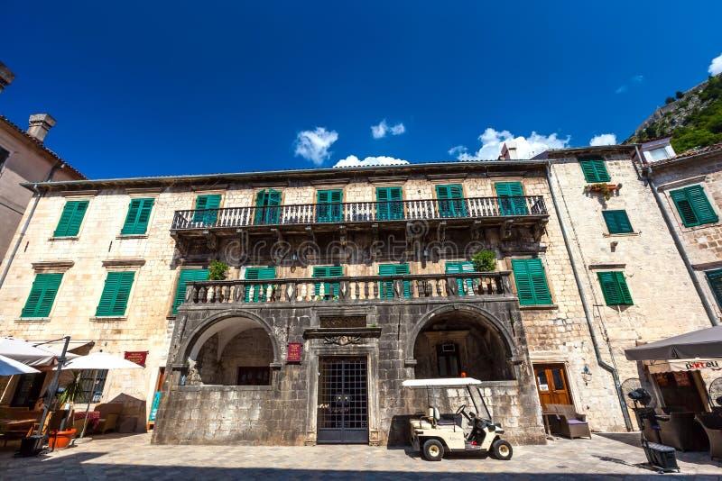 Palácio de Pima, cidade velha de Kotor, Montenegro - em agosto de 2014 fotografia de stock