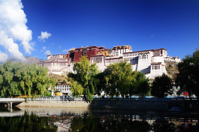 Palácio de Potala de Tibet fotos de stock royalty free