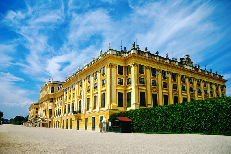 Download Palácio de Schonbrunn foto de stock. Imagem de feriado - 10059528